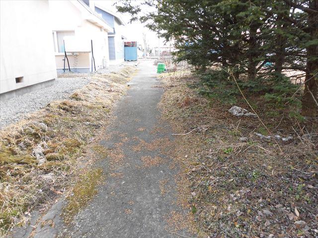池田町字利別西町21-12_南側歩行者専用道路